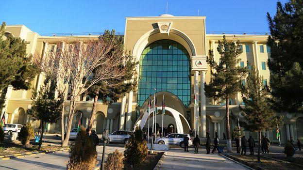 ساختمان جدید وزارت دفاع شامل سربازخانه، پادگانهای اضافی، سیستم فاضلاب و دستگاه تولید نیرواست