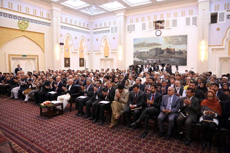 قرارداد ایجاد شهرکهای رهایشی و صنعتی قالین در ارگ ریاست جمهوری امضا شد