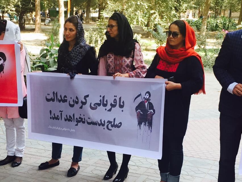 معترضان میگویند با قربانی کردن عدالت صلح بهدست نخواهد آمد