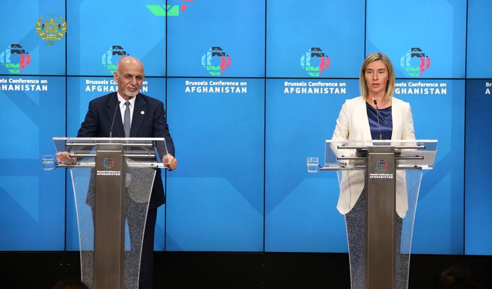 کنفرانس خبری مشترک رییس جمهور غنی و فدریکا موگرینی مسئول سیاست خارجی اتحادیه اروپا در پایان کنفرانس بروکسل