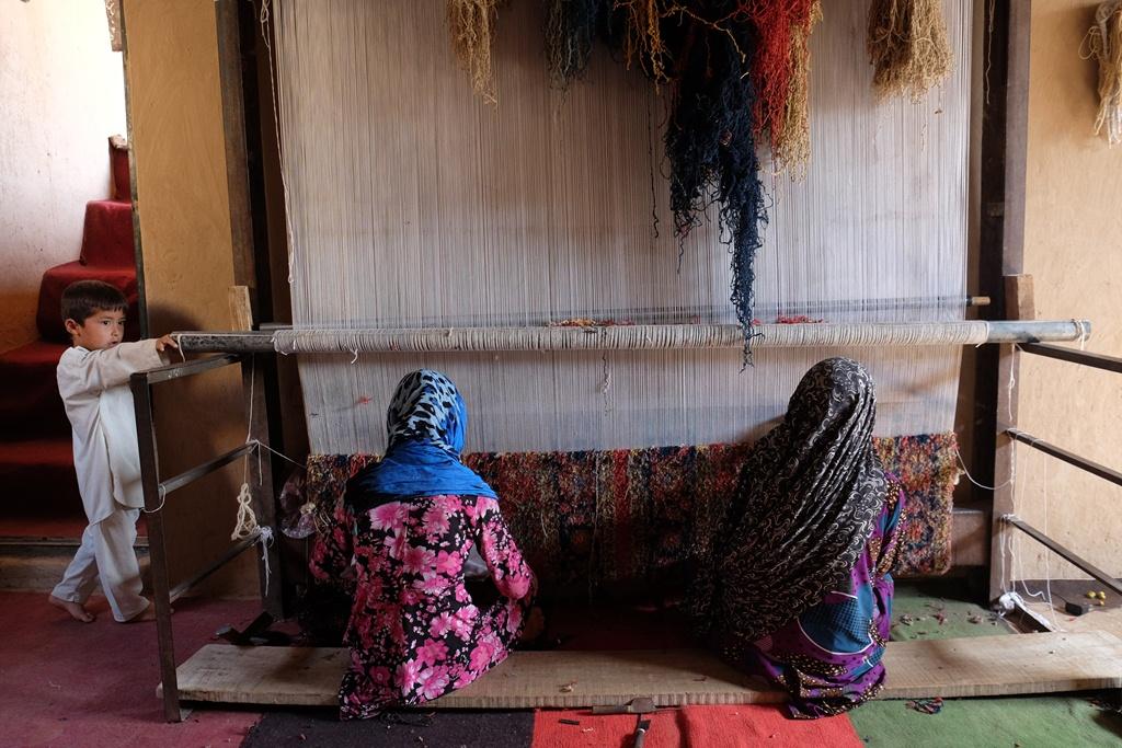 80 درصد قالین افغانی توسط زنان بافته میشود