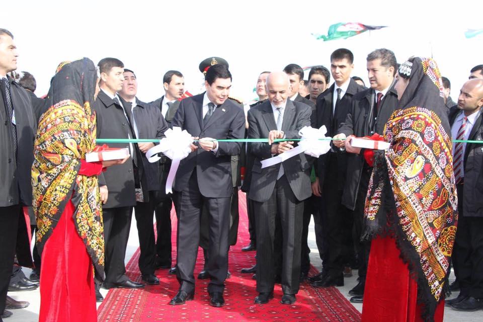 خط آهن اتامرات-آقینه با حضور رییس جمهور غنی و رییس جمهور ترکمنستان افتتاح شد