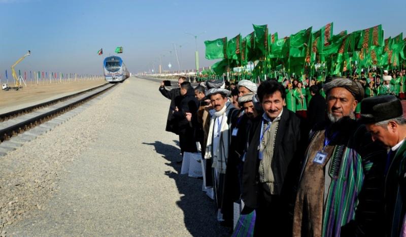 خط آهن افغانستان- ترکمنستان از منطقهی «امام نظر» در ترکمنستان آغاز شده و در مرحلهی اول 3.5 کیلومتر داخل خاک افغانستان امتداد یافته است