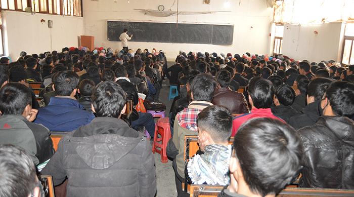 آموزش و پرورش؛ روایت آموزگار متعهد و مرکزی که ۱۶ هزار دانشآموز به آن دلبستهاند