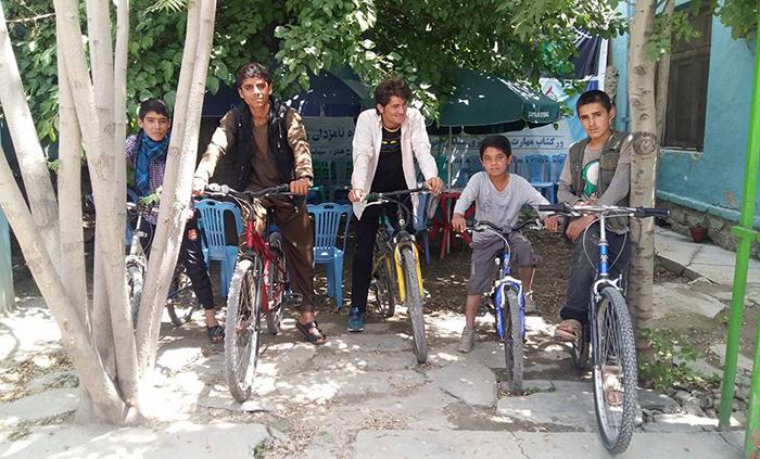 کودکان خیابانی زیر چترِ مهربانی بابک