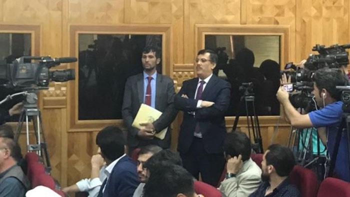 دادگاه علنی یک وزیر پیشین کابینه؛ در جریان محاکمه عبدالرزاق وحیدی چه گذشت؟