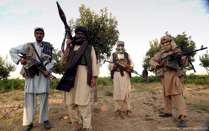 طالبان از آموزگاران فراهی اخاذی میکند