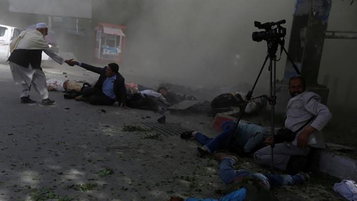 گزارشدهی زنده از میدان مرگ؛ مرز میان «حق خبرنگار» و «تکلیف رسانه» را چگونه تعیین کنیم؟