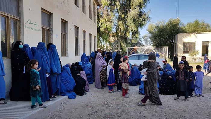 زنان روستایی در یکی از مراکز رای دهی در کابل