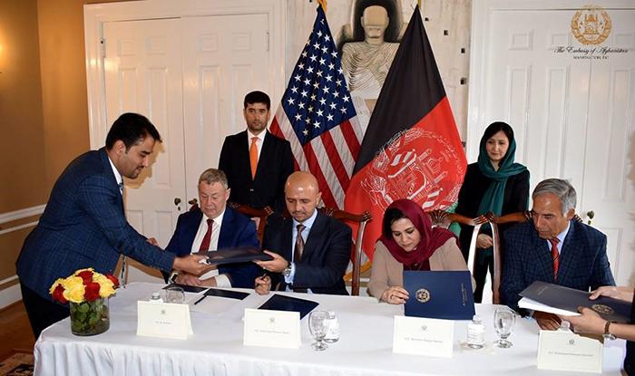 ابهام در امضای دو قرارداد بزرگ معدن افغانستان؛ تأمین منافع ملی یا نقض قانون؟