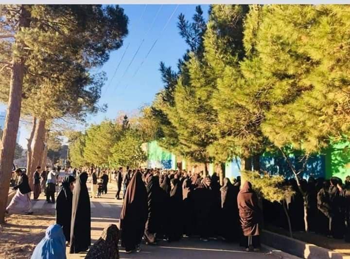 حضور زنان در مکتب دخترانه گوهرشاد بیگم در روز انتخابات
