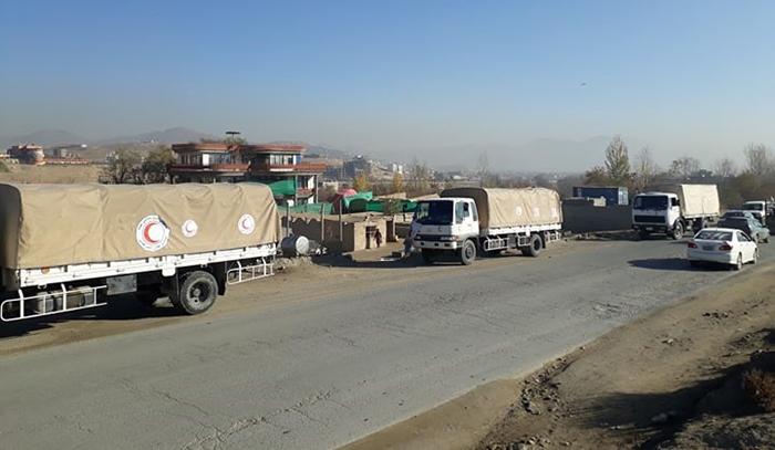 کامیونهای حامل کمک به یک هزار آواره در جاغوری و مالستان