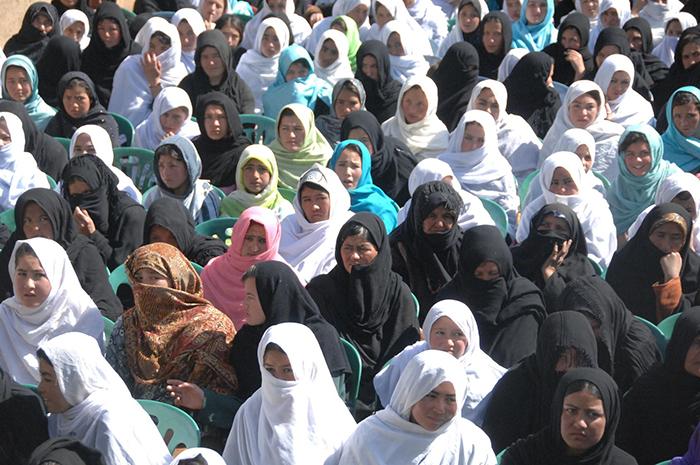 صلح با طالبان و امکان محافظت از زنان؛ با عایشه عزیز آشنا شوید