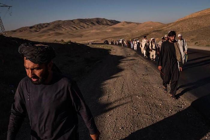 سفر کاروان صلح به ارزگان با عکسهای جنرال رازق و ملا منان