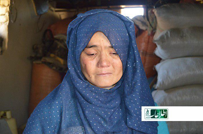 زلیخا، یکی از فراریان جنگ که پس از جنگ در خانهی غارتشدهاش آمده است