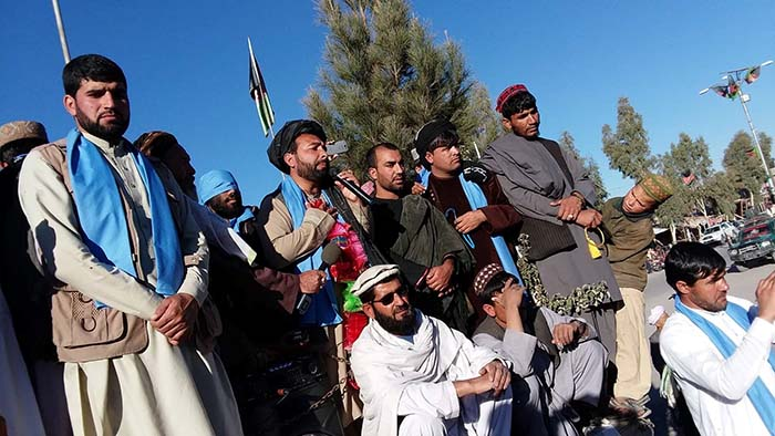 10 ماه دادخواهی؛ کاروان صلح هلمند علیه طالبان تظاهرات میکند