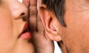 چرا دوست داریم پشت سر دیگران حرف بزنیم؟