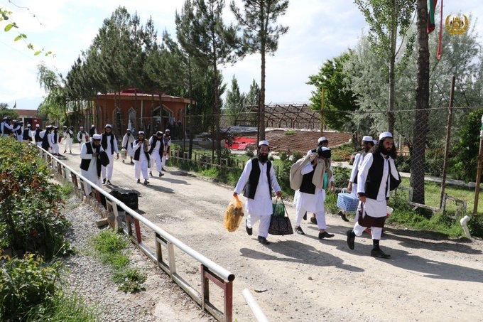 پیشنهاد تازهی امریکا؛ ۴۰۰ زندانی خطرناک طالبان رها و در حبس خانگی تحت نظارت قرار گیرند