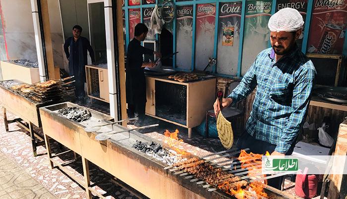 سرویس غذا در اوج شیوع کرونا در هرات؛ «پولیس و کارمندان شهرداری پول میگیرند»