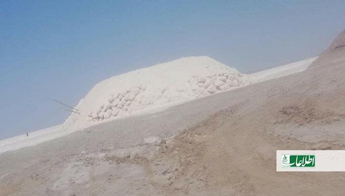 ضیاالحق پوپل، رییس معادن و پترولیم هرات به روزنامه اطلاعات روز میگوید که محمولههای نمک از طریق راههای ناامن به ولایتهای جنوبی منتقل میشود