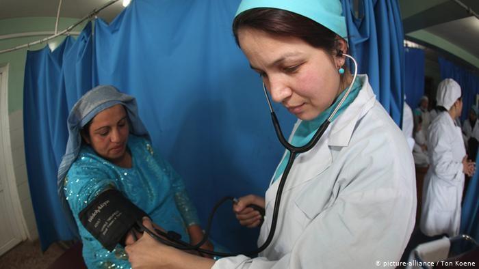 کرونا و افزایش ناهنجاریهای ولادی در افغانستان؛ «روزی هزار بار به سلامت بچهام فکر میکنم»