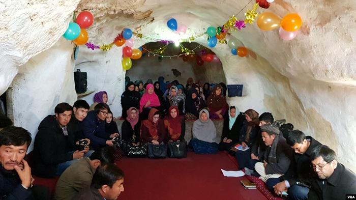 این آموزگاران پس از 9 ماه تدریس برای 60 زن سوادآموز، آنها را از صنف سوم فارغ داده و به بخش سوادآموزی ریاست معارف بامیان معرفی کردهاند