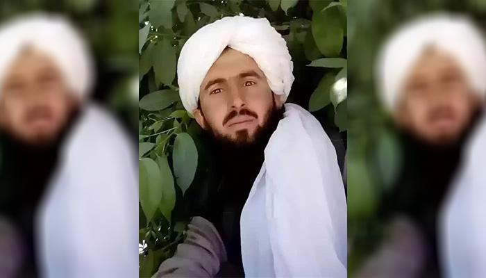 قاری غلامنبی مشهور به خالد، از فرماندهان طالبان در ولسوالی گذرهی ولایت هرات است که پس از گذراندن 11 ماه حبس در زندان بگرام، بهتازگی از طرف دولت افغانستان در جمع 5000 هزار زندانی طالبان از حبس رها شده است - عکس ارسالی به اطلاعات روز