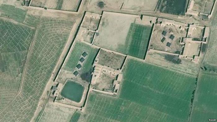 تصویر ماهواریای بزرگنماییشده پنلهای خورشیدی را در مزرعهای در دره هلمند نشان میدهد (منبع: MAXAR)