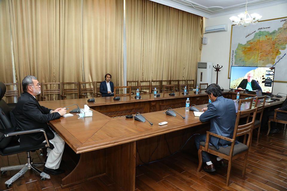 معاون سفارت امریکا با سرور دانش در مورد برگزاری لویهجرگه و آغاز مذاکرات صلح گفتوگو کرد