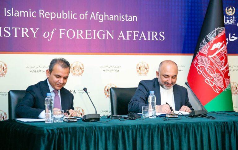 امضای تفاهمنامهی همکاری میان وزارت خارجه و کمیسیون اصلاحات اداری