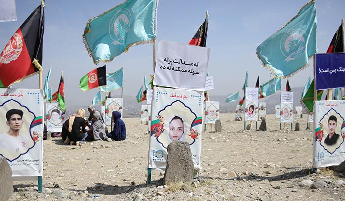 در این قبرستانی بیشتر قربانیان حملات تروریستی چند سال اخیر به خاک سپرده شدهاند. عکس: Hadi Moravej/AHRDO