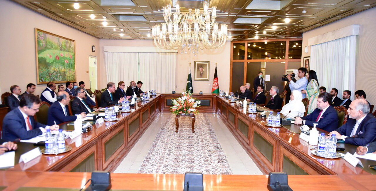 وزیر خارجهی پاکستان در دیدار با عبدالله: اسلامآباد از روند صلح افغانستان قاطعانه حمایت میکند