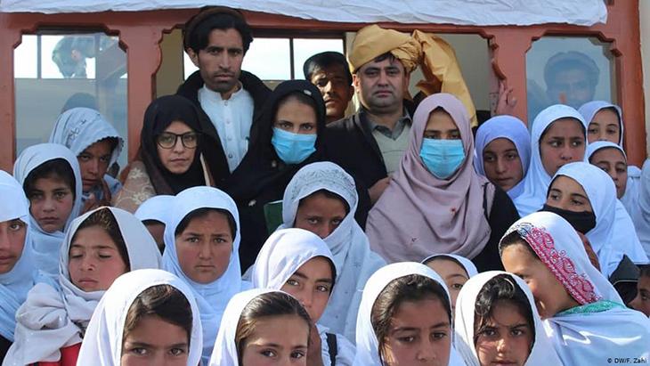 ۱۰ آموزگار و نُه دانشآموز در هرات به کرونا مبتلا شدند