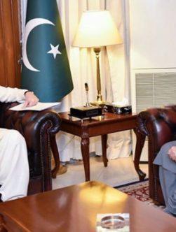 گلبدین حکمتیار در پاکستان