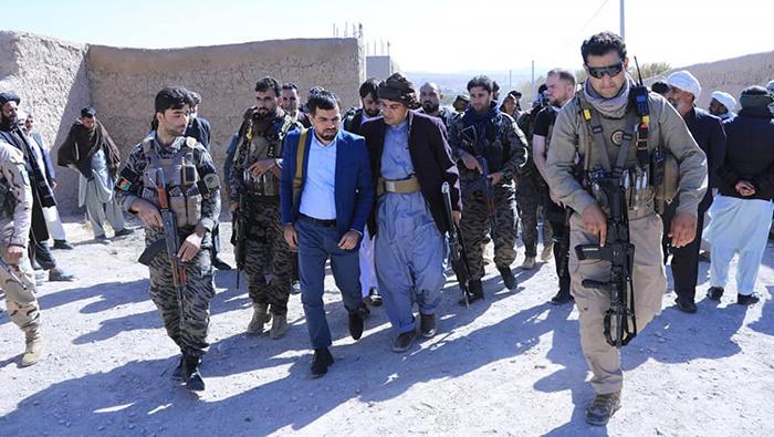 والی هرات میگوید که سقوط ولسوالیهای فارسی، کرخ و غوریان از اهداف اصلی طالبان بوده است، اما با مقاومت نیروهای دولتی، حتا یک وجب از خاک این ولسوالیها را طالبان نتوانستند تصرف کنند - عکس: اداره محلی هرات