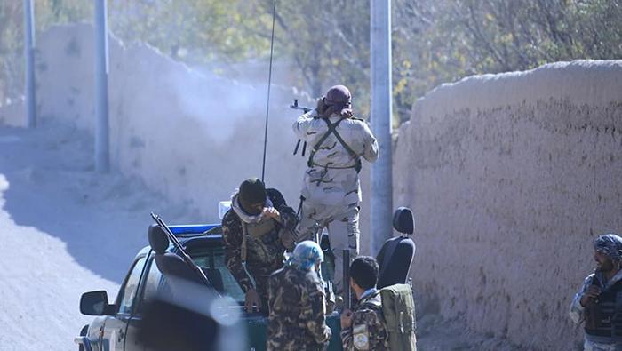 نیروهای دولتی در حال جنگ با طالبان در ولسوالی کرخ هرات - عکس: اداره محلی هرات