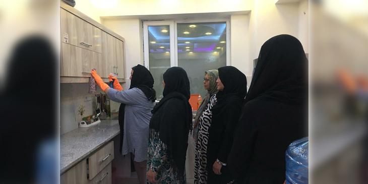 سمیرا سادات موسس یک شرکت خدماتی در کابل با همکارانش