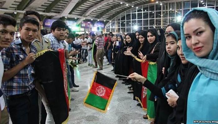 چند نسل از مهاجران افغانستان در ایران متولد و بزرگ شدهاند اما هنوز دسترسی به خدمات اولیه برای آنها پر از چالش است/ عکس: AFF