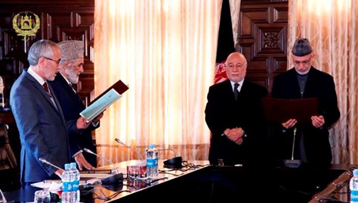 مراسم تحلیف دینمحمد گران و عبدالقادر عدالتخواه در حضور حامد کرزی، رییسجمهور پیشین کشور.