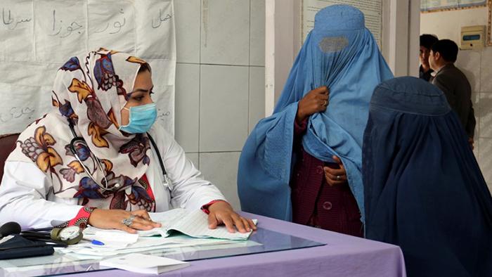 اغلب بیماران نیمروز برای درمان به ولایتهای هرات، قندهار و کابل و یا کشورهای ایران، پاکستان و هند فرستاده میشوند