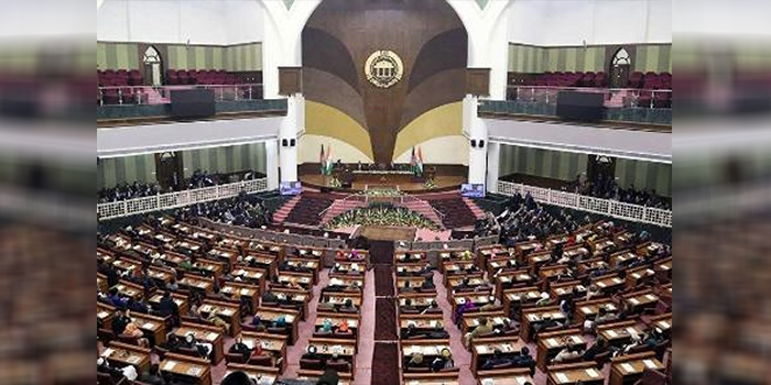 تقلیل کارکردهای پارلمان زیر سایه سنگین اتهامات فساد