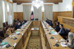 دیدار غنی با کمیشنران کمیسیون انتخابات