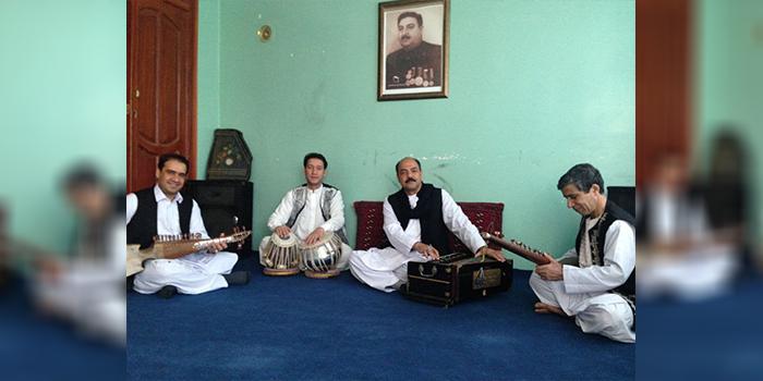 جواد تابش، یکی از آوازخوانان مطرح هرات میگوید که یکی از دلایل رشدنیافتن هنر موسیقی در هرات حضور افراطگرایان دینی است. عکس: ارسالی به اطلاعات روز