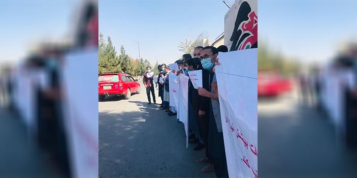 معترضان چند بار در مقابل دادگاه عالی تظاهرات کردهاند