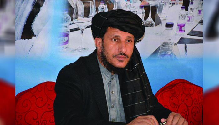 نظرمحمد مطمئن، تحلیلگر مسائل سیاسی