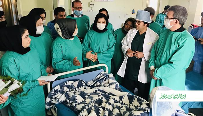شماری از مدافعان حقوق زن در هرات در هشتم مارچ، روز همبستگی زنان جهان، با دادن گل به زنانی که قربانی آتشسوزی شدهاند، از این روز گرامی داشتند.