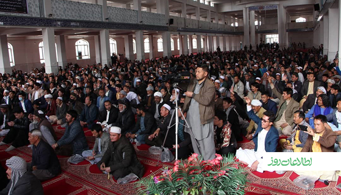 صدها تن از باشندگان شهرک جبرئیل هرات در مراسم فاتحهخوانی کشتهشدگان 12 حوت شرکت کردهاند.