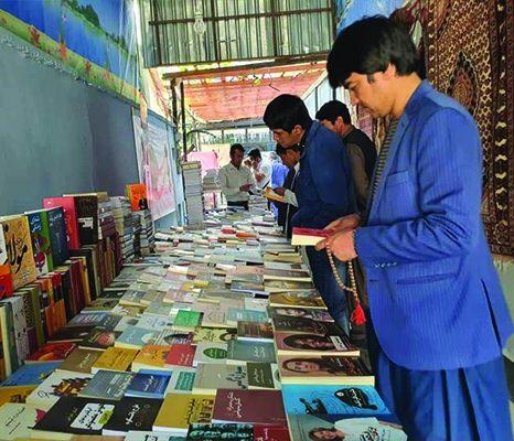 استقبال بینظیر از نمایشگاه کتاب صلح و پیام سیاسی آن