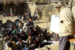 چالش کمبود آموزگار در افغانستان: آموزگاران موقتی «حقالزحمه» تاکنون استخدام نشدهاند