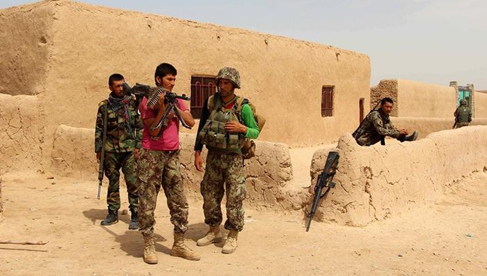منابع محلی در غور میگویند که ولسوالی چهار سده طی چهار سال و پسابند طی سه سال زیر محاصره شدید اقتصادی گروه طالبان قرار دارد. عکس: European Pressphoto Agency